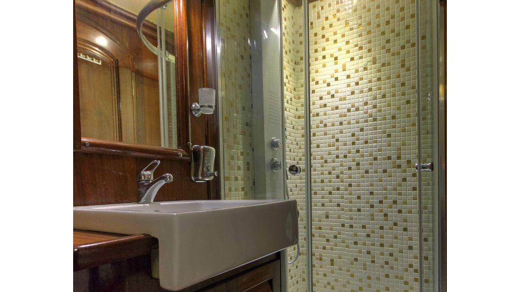 18-Wc& Shower box 01