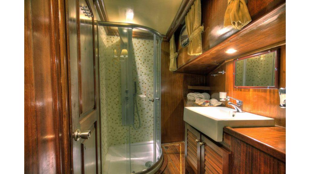 19-Wc& Shower box 01