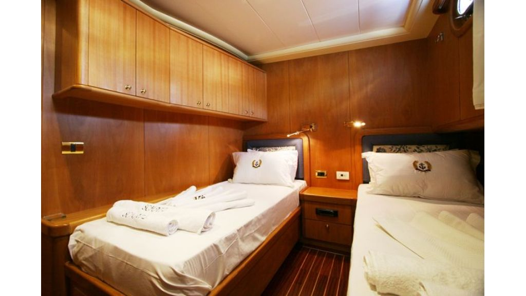 SCHATZ - Twin Cabin (1)